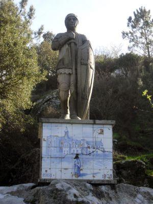 Estátua do Santo Nuno Álvares Pereira e Cruzeiro